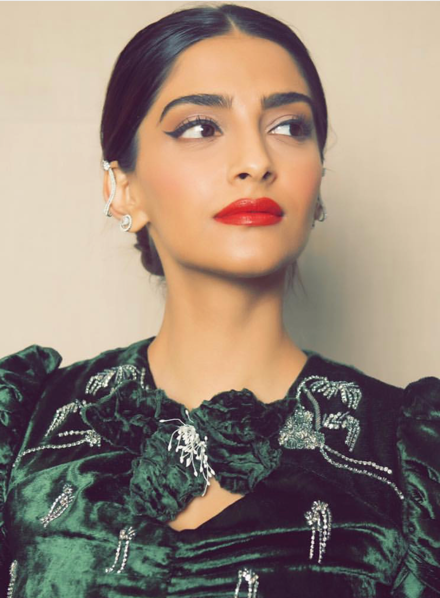 sonam kapoor dinner with parents cat eye and red lips