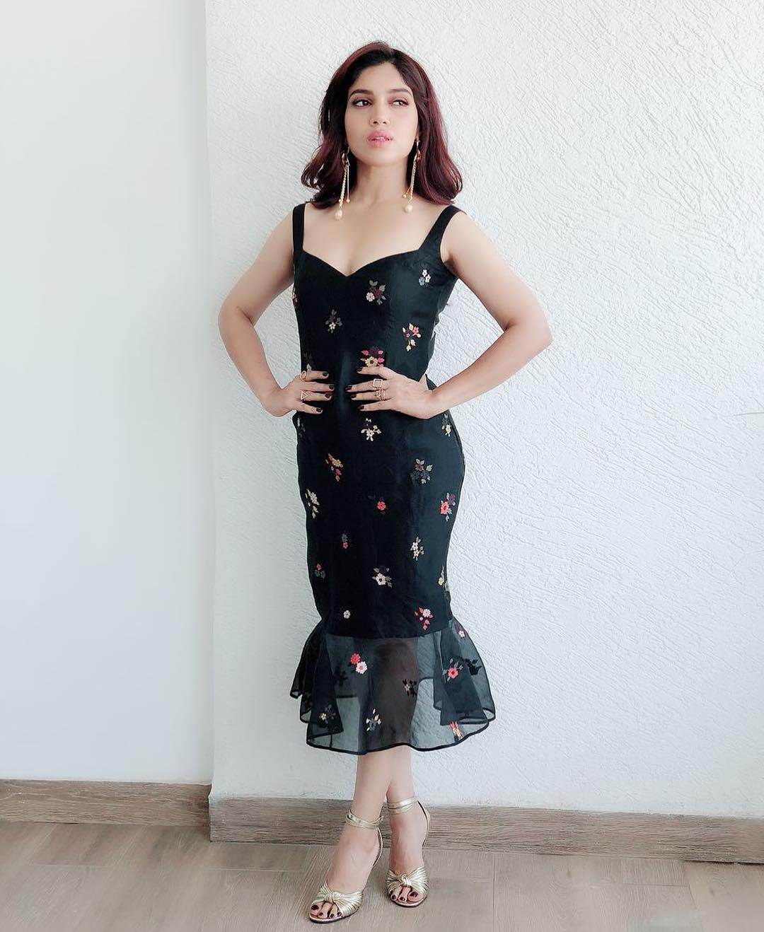 28 dresses - bhumi pednekar black midi dress