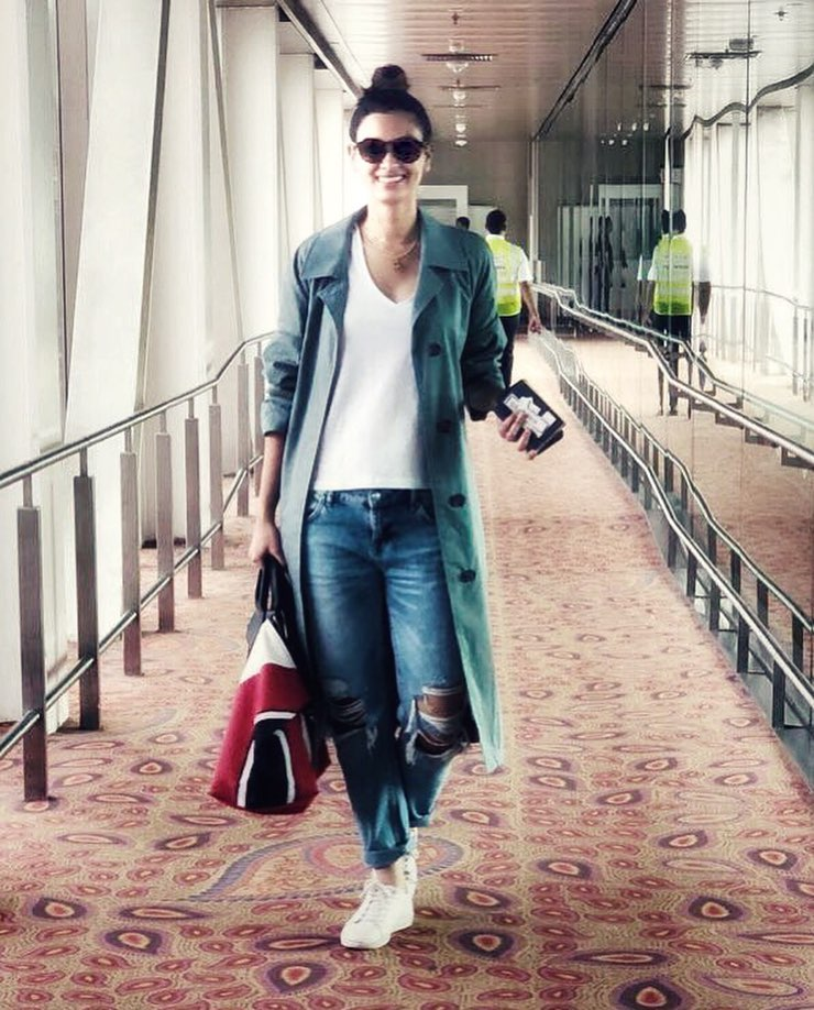 9 white t-shirt -  diana penty trench coat and jeans