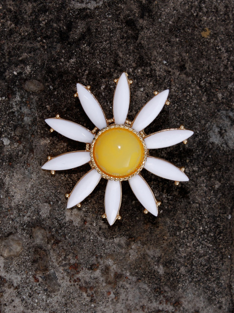 4 pins - Bellofox Unisex White   Yellow Floral Brooch