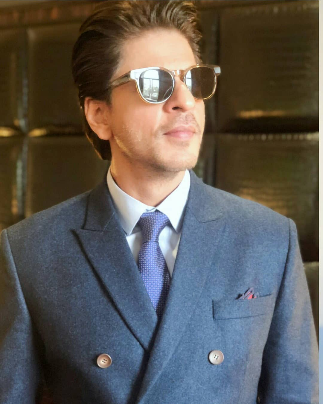 shahrukh khan in dapper suit 4