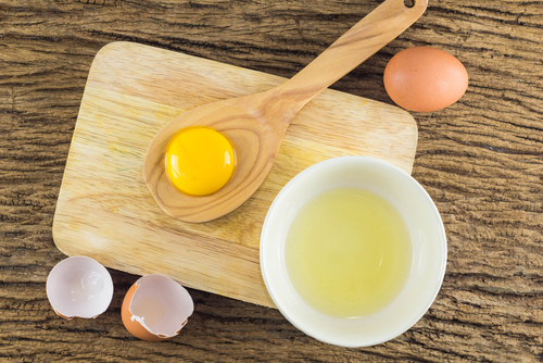 egg whites in a bowl get rid of puffy eyes
