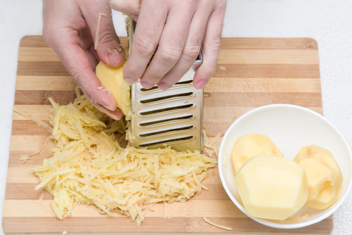 grated potato get rid of puffy eyes