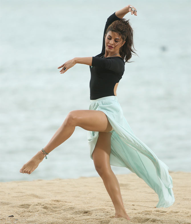 How to control anger-jacqueline-fernandez dancing
