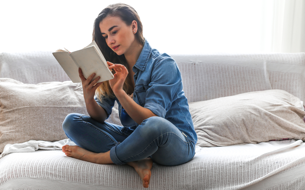How to learn english - girl reading an english book