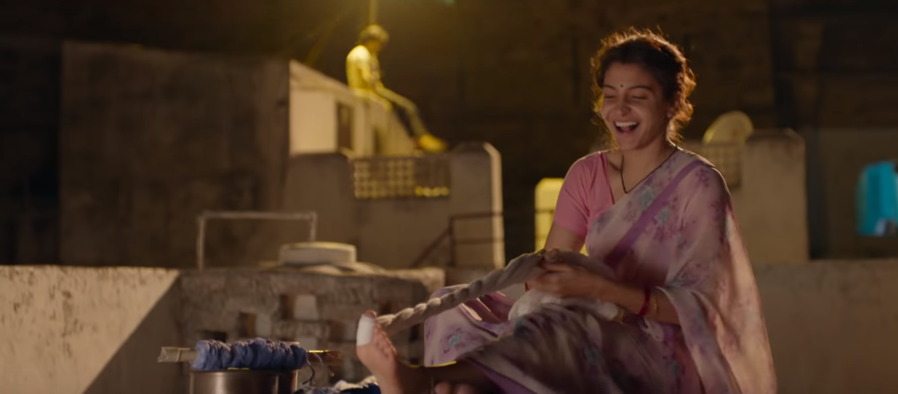 thoughts I had while watching sui dhaaga - anushka sharma smiling