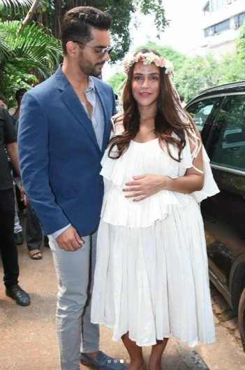 6 - angad bedi lookfing at neha -neha dhupia looks like an angel at baby shower