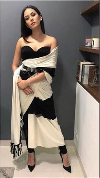 tucking and nipping how to wear a saree