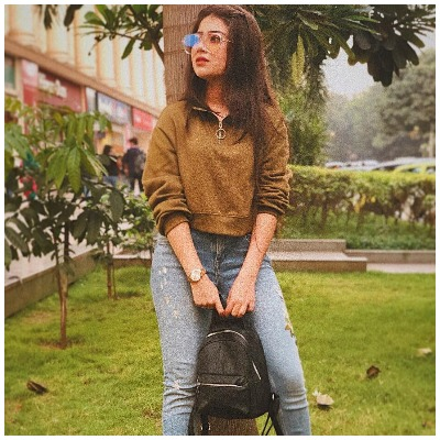 Navratri-fashion-aditi-bhatia-college-look