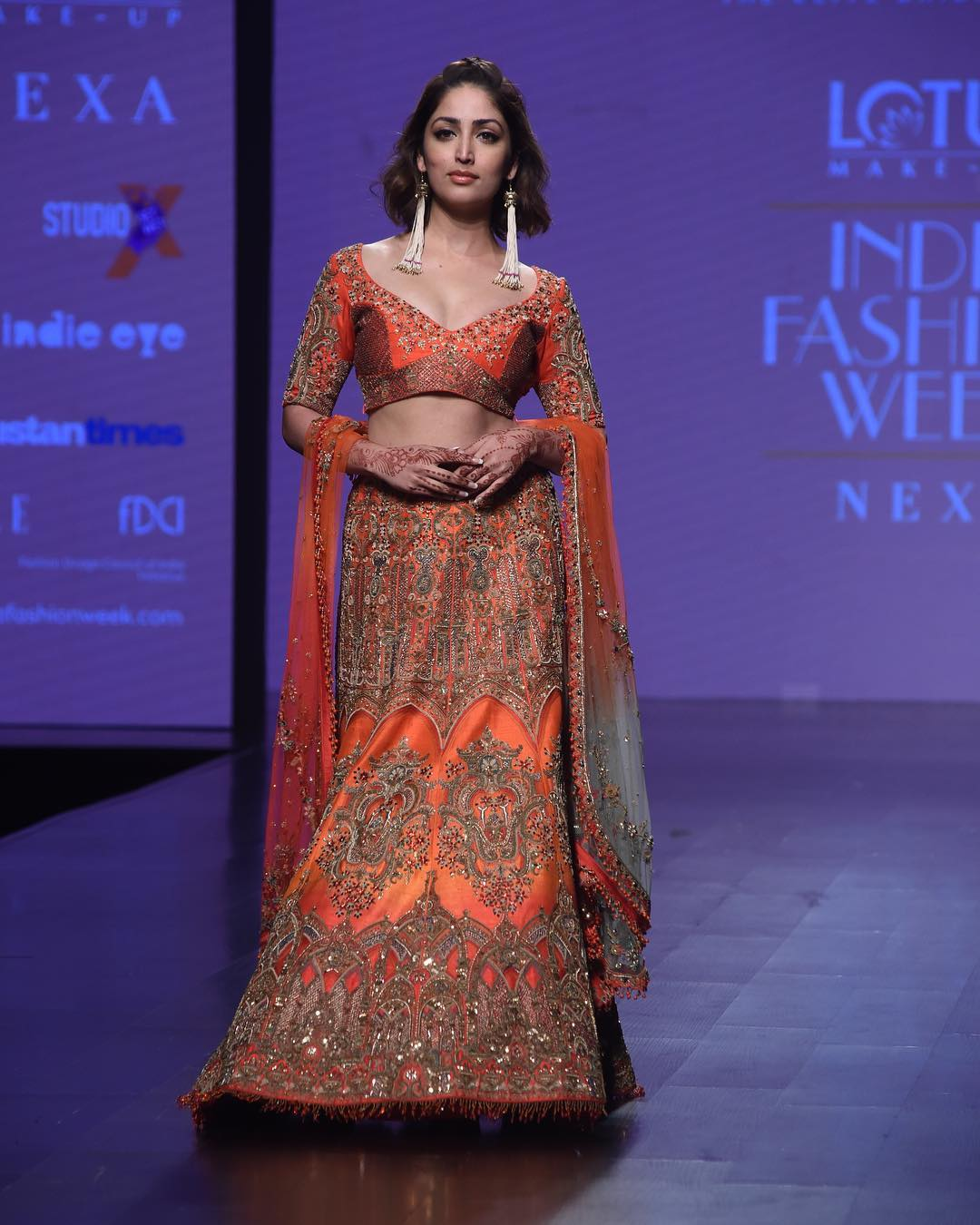 10-fashion-show-yami-gautam-orange-lehenga-lmifw