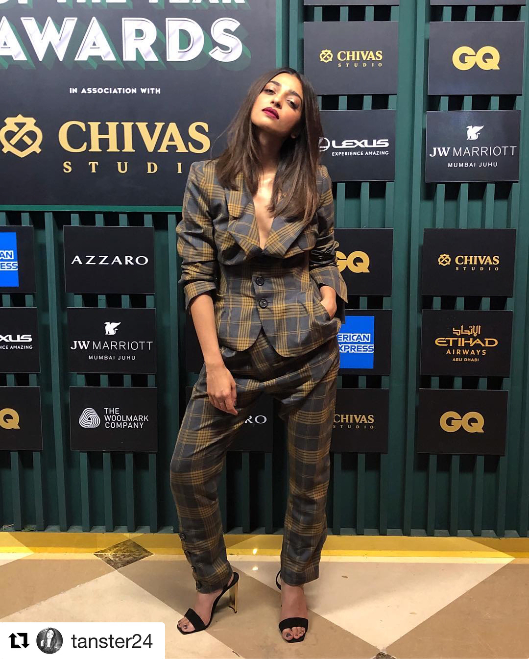 3-radhika-apte-bollywood-autumn-colour-combinations