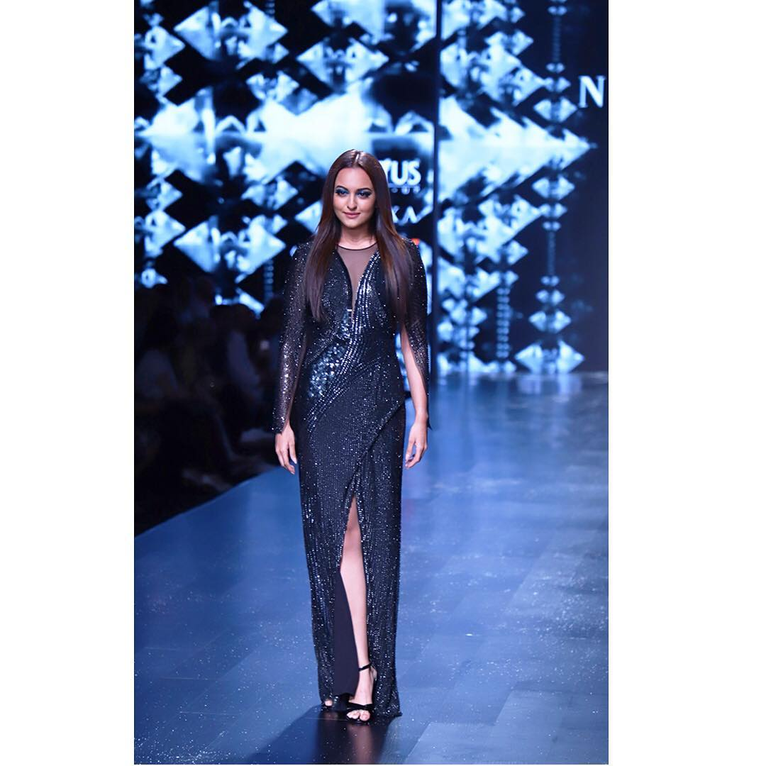 1-fashion-show-sonakshi-sinha-showstopper