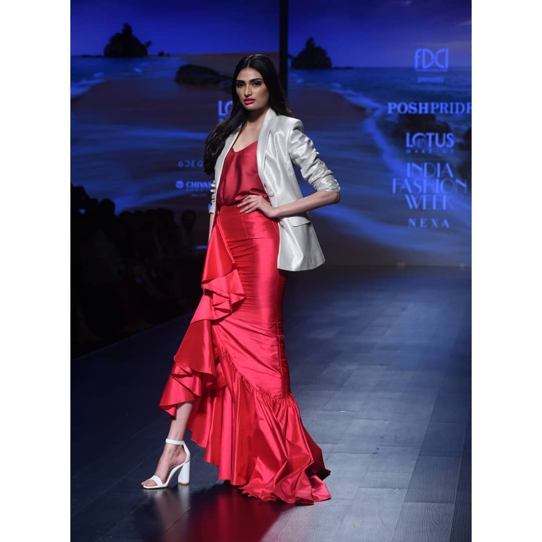 2-fashion-show-athiya-shetty-red-dress
