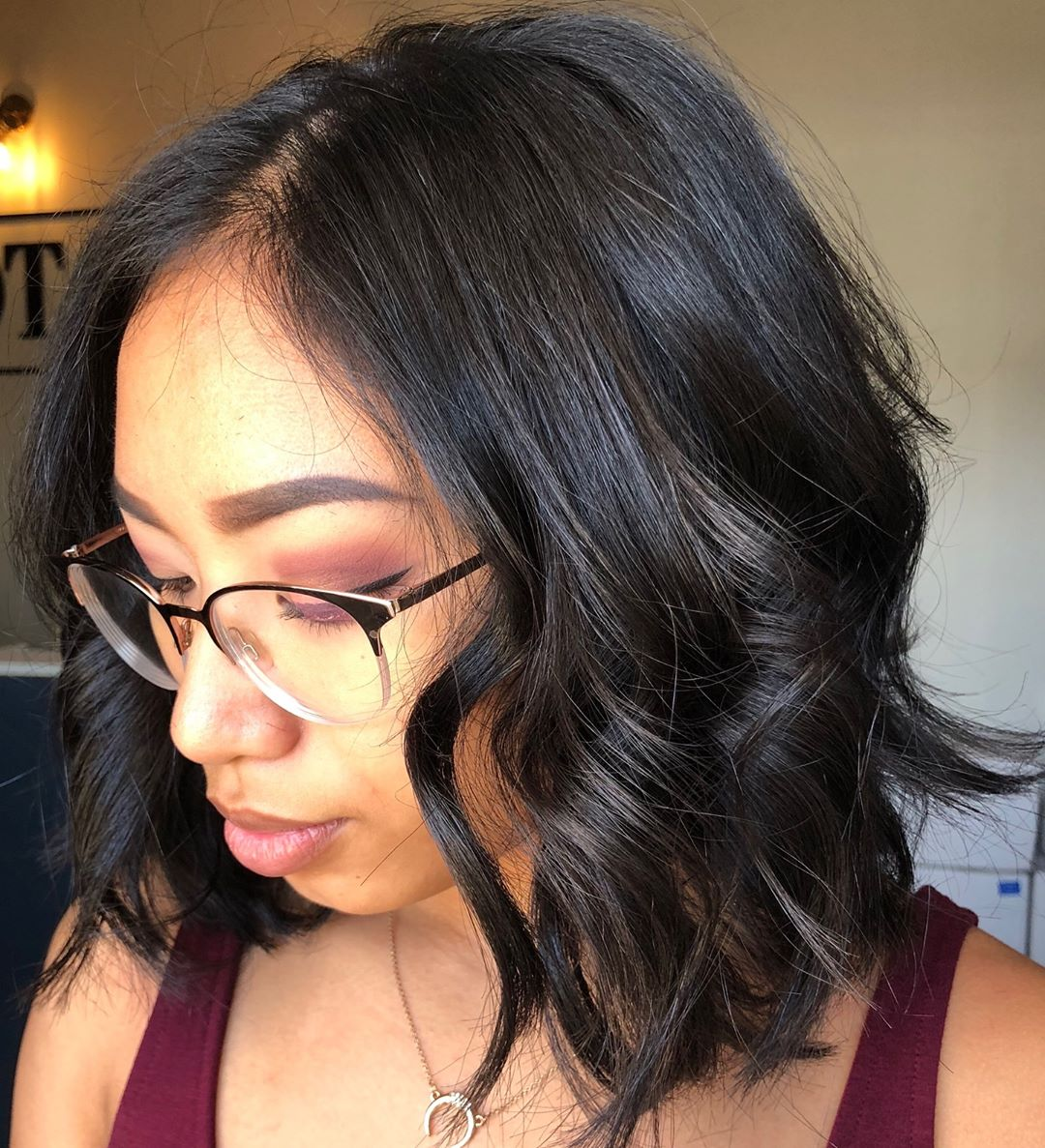 short tousled hairstyle for round faces