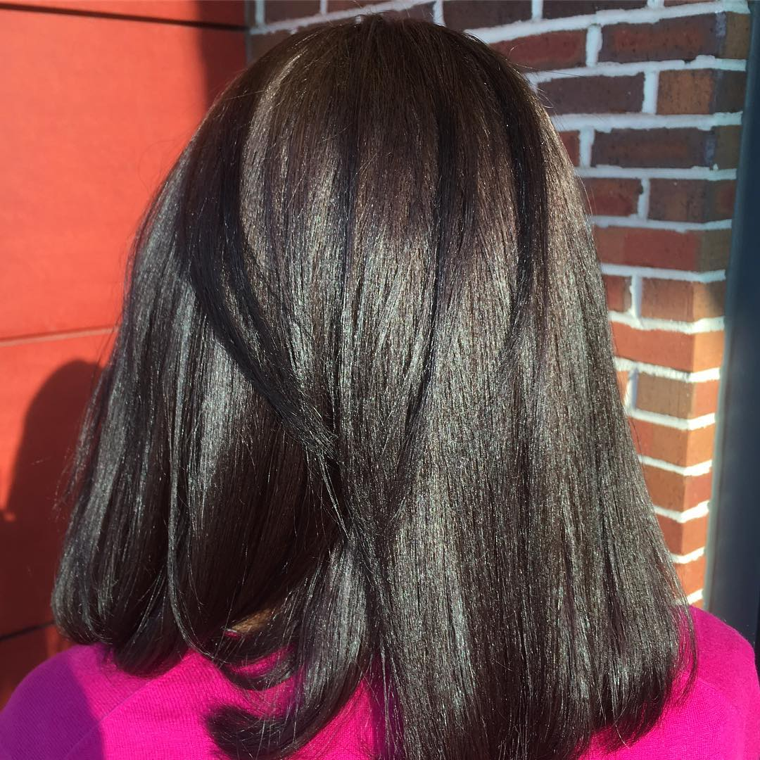straight and smooth hairstyles for round faces