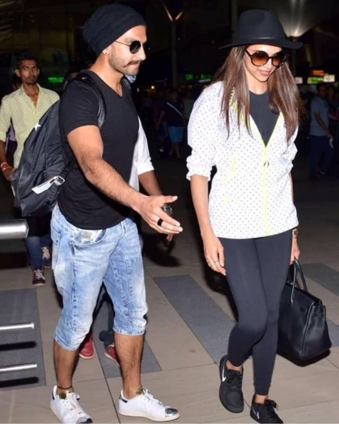 Adorable Pictures Of Deepika And Ranveer- Airport