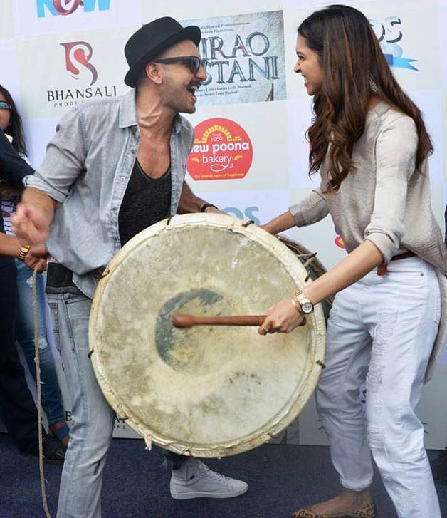 Adorable Pictures Of Deepika And Ranveer- Bajirao promotional event playing dhol