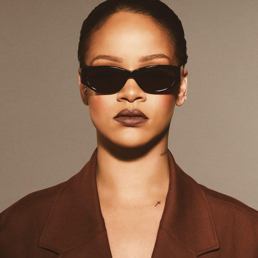Rihanna-Fenty-Beauty-Stunna-Lip-Paint-Brown-Lipstick