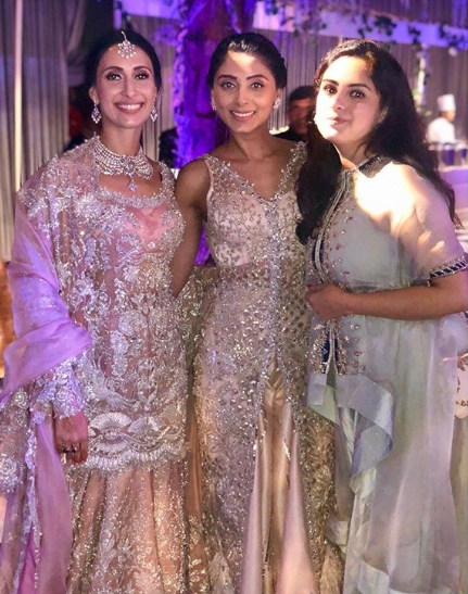 pernia-qureshi-savitri-sahir-wedding-dlf