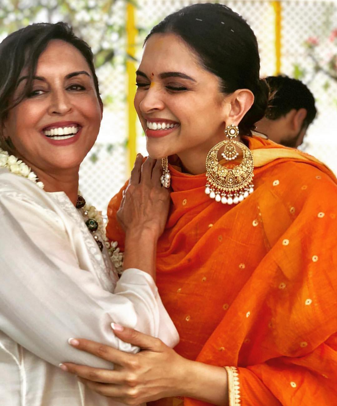 deepika-padukone-at-pre-wedding-puja-in-sabyasachi
