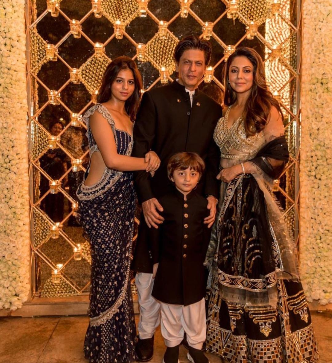 1-suhan-khan-diwali-party-at-srk-house
