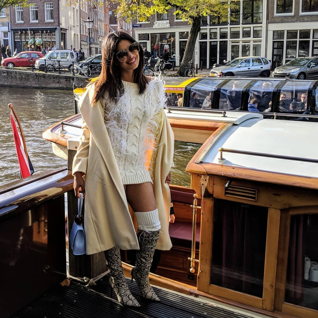 1-priyanka-chopra-bachelorette-party-on-boat