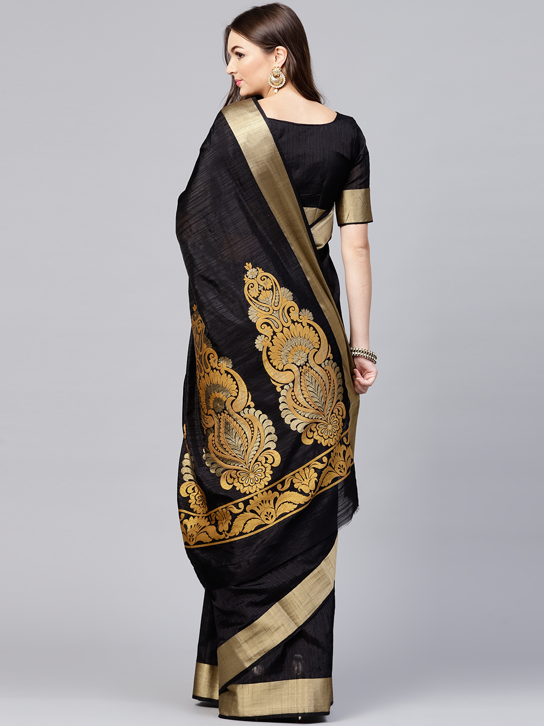 15-sarees-for-farewell-Black-Solid-Kanjeevaram-Saree