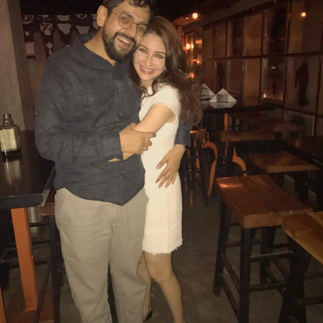 3-saumya-tandon-announces-pregnancy-photo-with-husband
