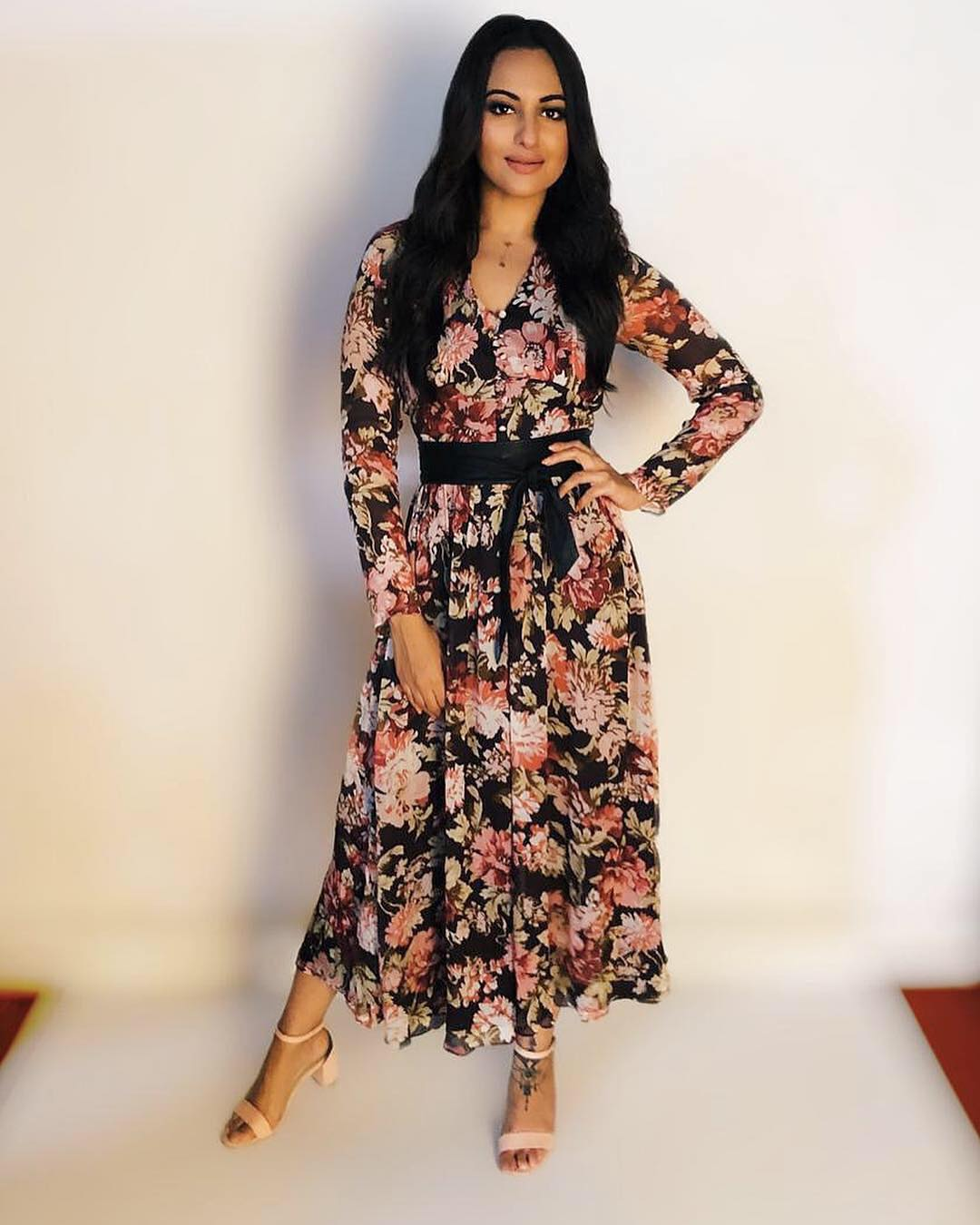 sonakshi-sinha-karisma-kapoor-dark-floral-print-dress-winter-