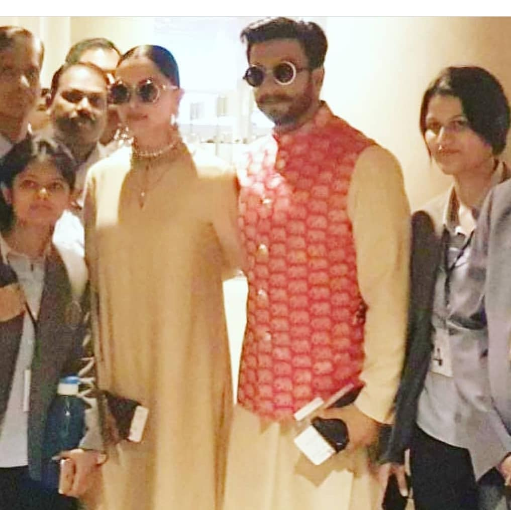 Ranveer-and-deepika-with-fans