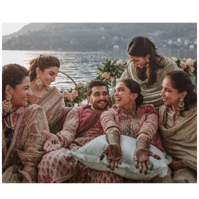 deepveer-family-in-mehendi