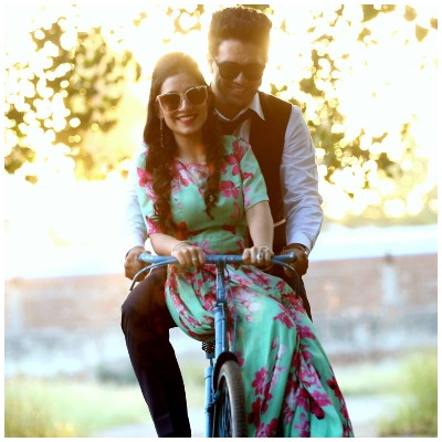 pre-wedding-photoshoot-romantic-ride