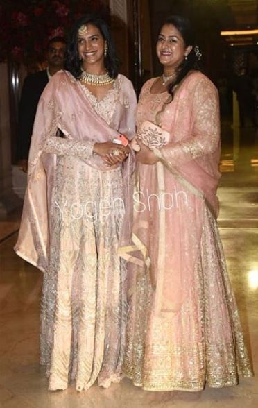 3-deepveer-reception-guests-pvsindhu-with-friend