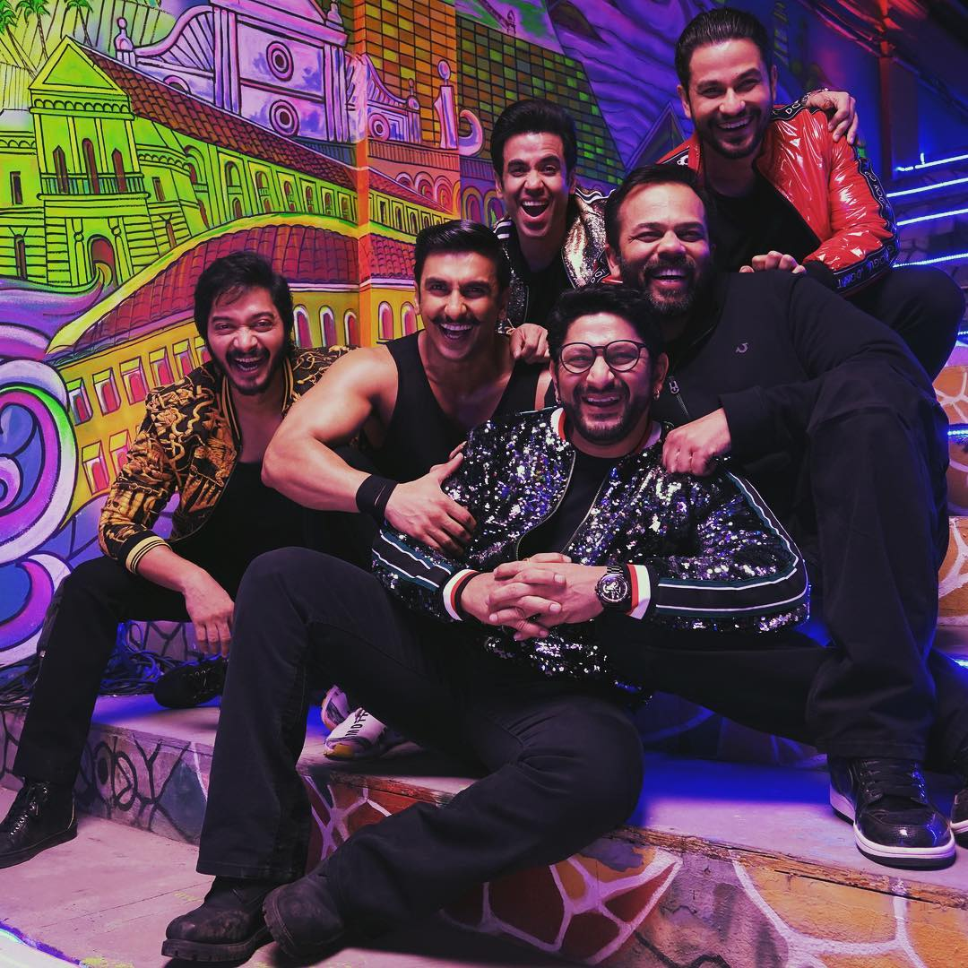 2-Ranveer-shares-message-for-rohit-shetty-golmaal-cast-on-set