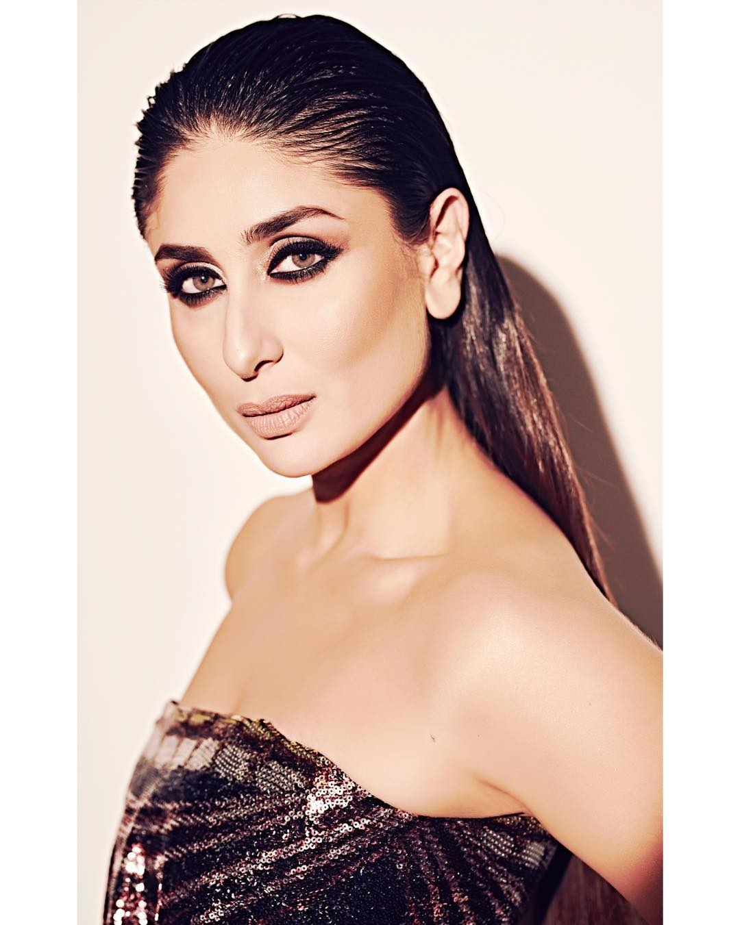 4-makeup-kareena-sexy-serpentine-dress-mowgli-promotions