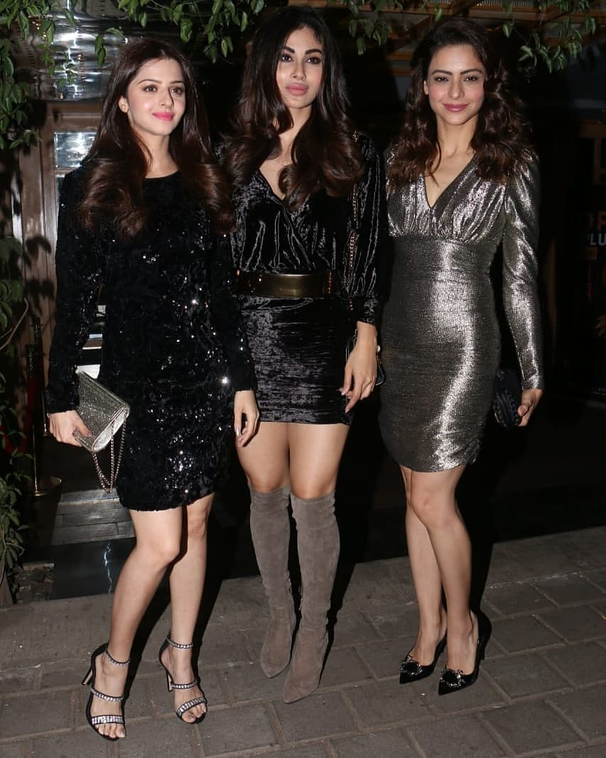 6-velvet-dress-mouni-roy-birthday-party-aamna-sharif