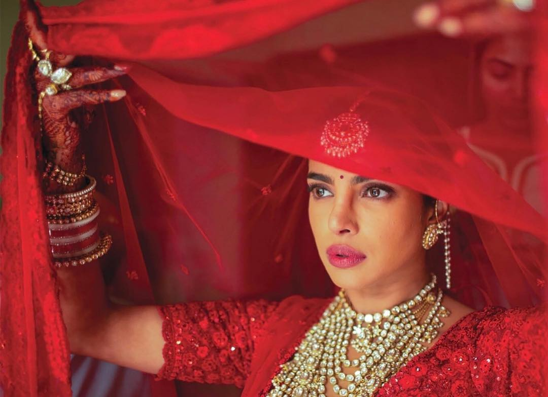 priyanka-chopra-bridal-makeup-bindi2.jpg