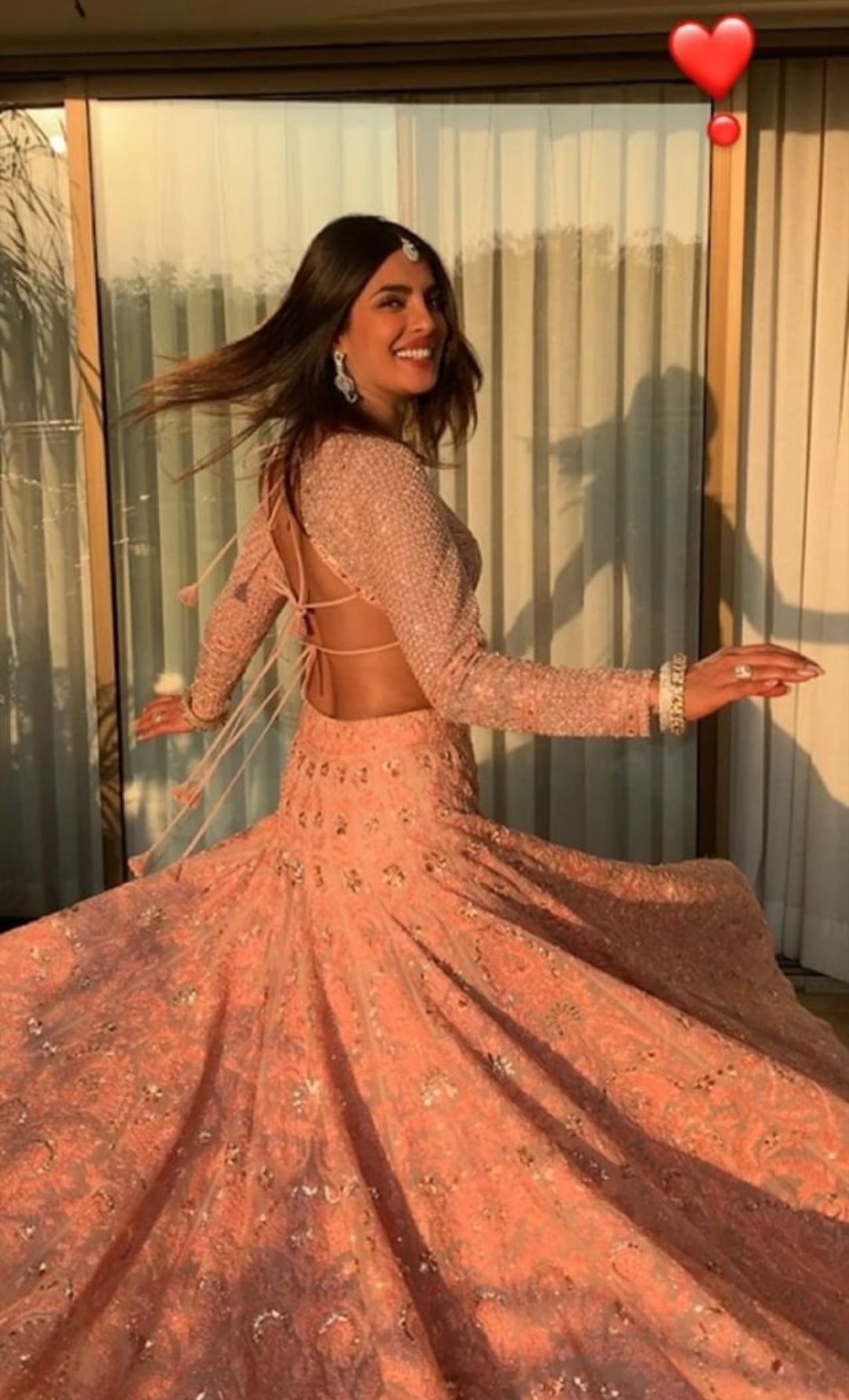 2-nickyanka-lehenga-twirl-ambani-wedding