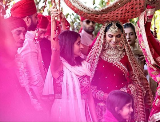 bridal entry ideas phoolo ki chaddar