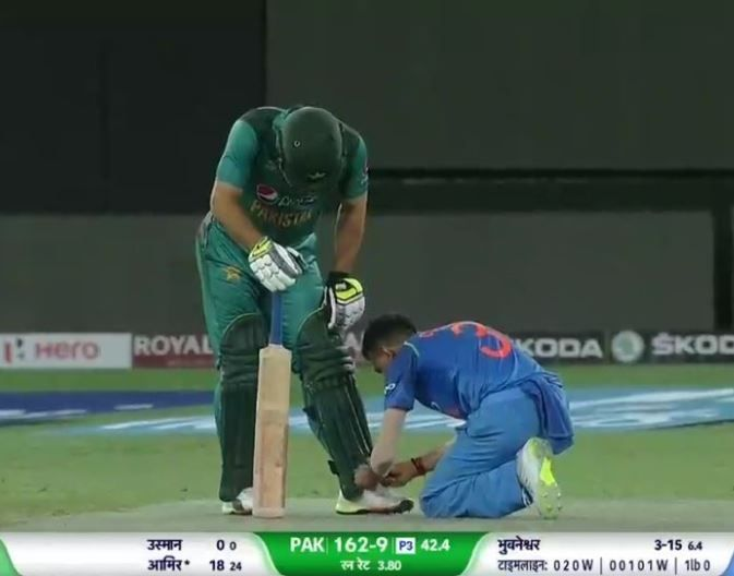 moments-of-kindness-2018-india-pakistan-shoelaces-chahal