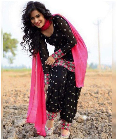 Punjabi-Embroidered-Salwar-Suit marathi