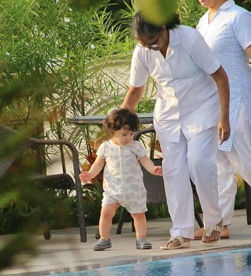 1-taimur-second-birthday-taimur-walking
