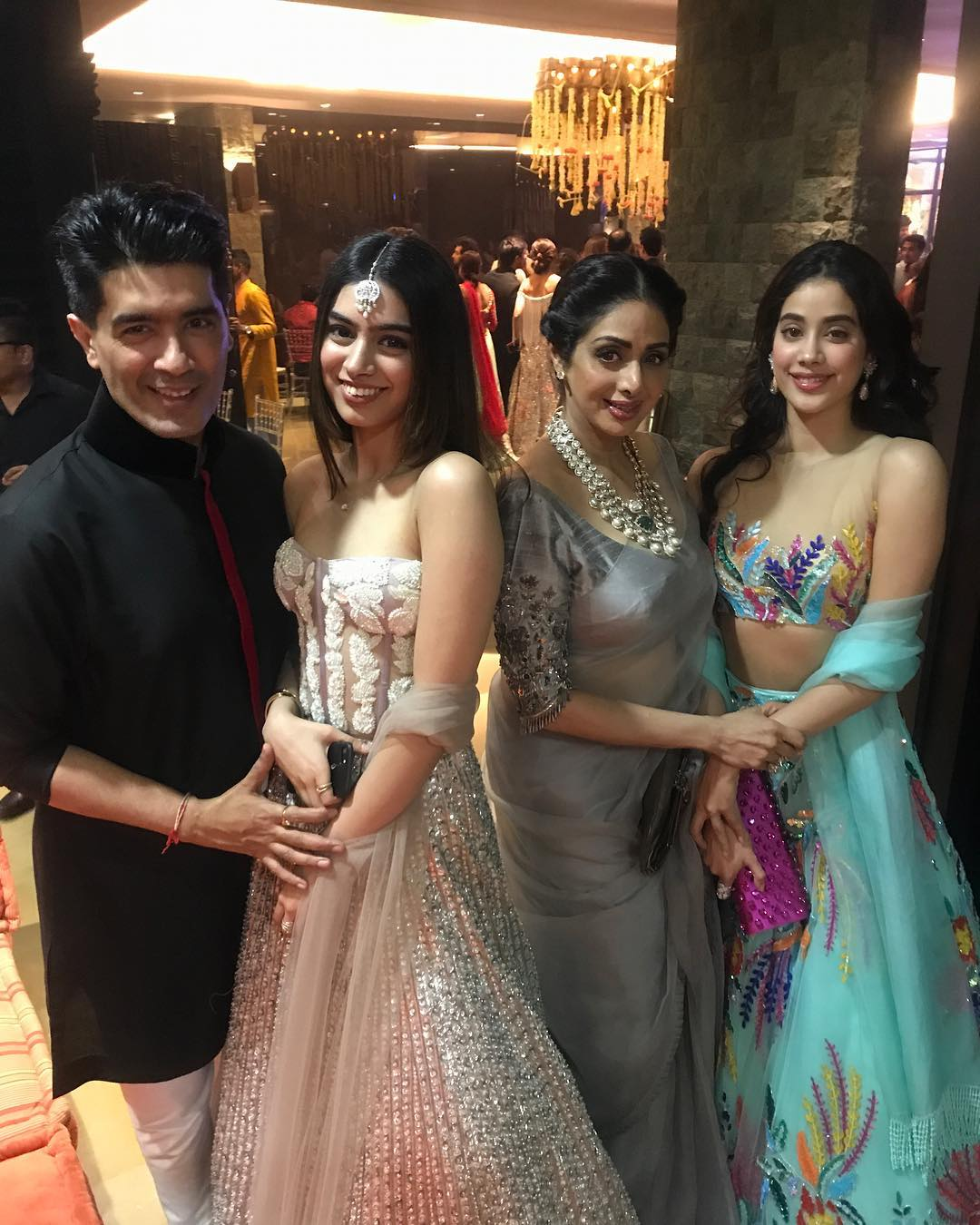 4-palak-tiwari-janhvi-kapoor-with-sridevi-khushi-at-wedding-old-pic