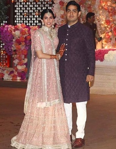 13-All-the-outfits-Sabyasachi-designed-for-Celeb-Weddings-in-2018