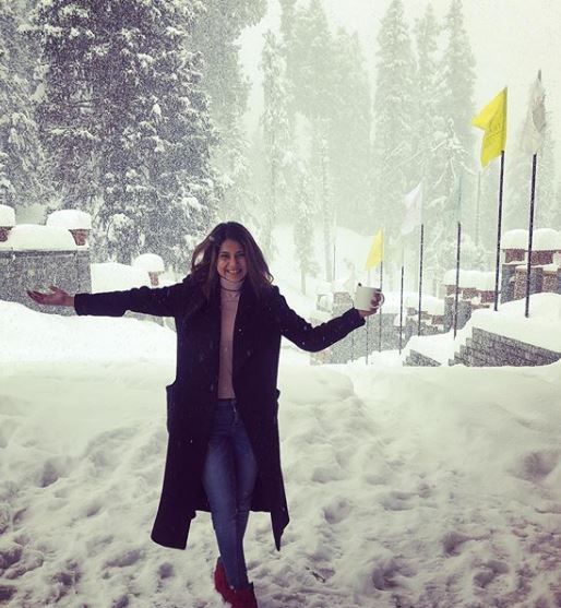 11-jennifer-winget-kashmir-holiday-outside1