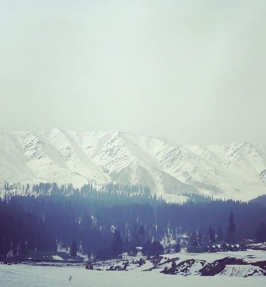 12-jennifer-winget-kashmir-holiday-hills-kashmir