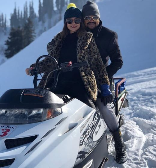2-jennifer-winget-kashmir-holiday-snow-mobile