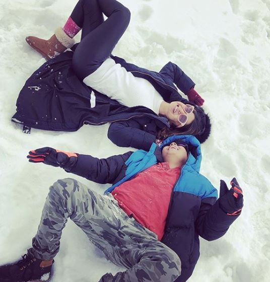 9-jennifer-winget-kashmir-holiday-lying-in-snow