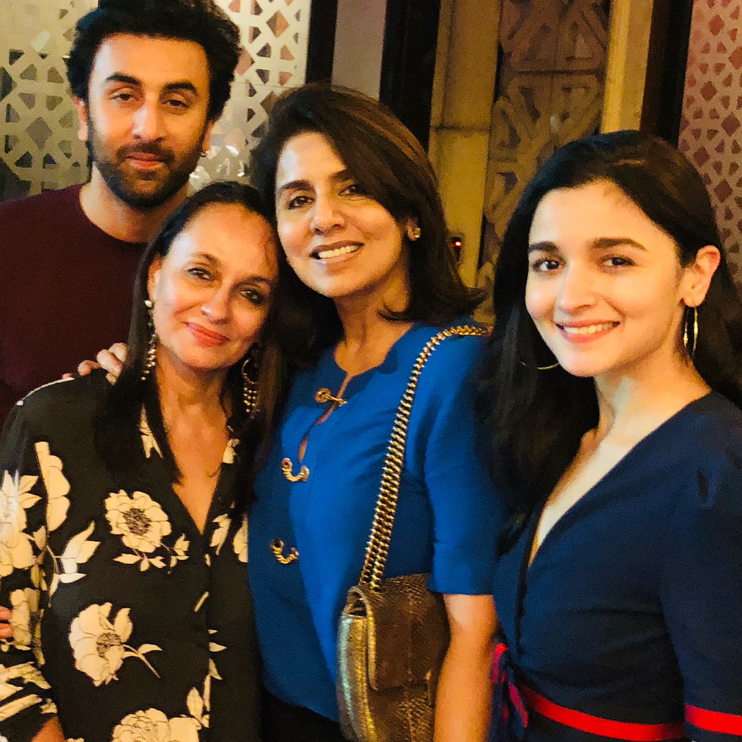 7-neetu-kapoor-with-alia-bhatt-and-her-mom