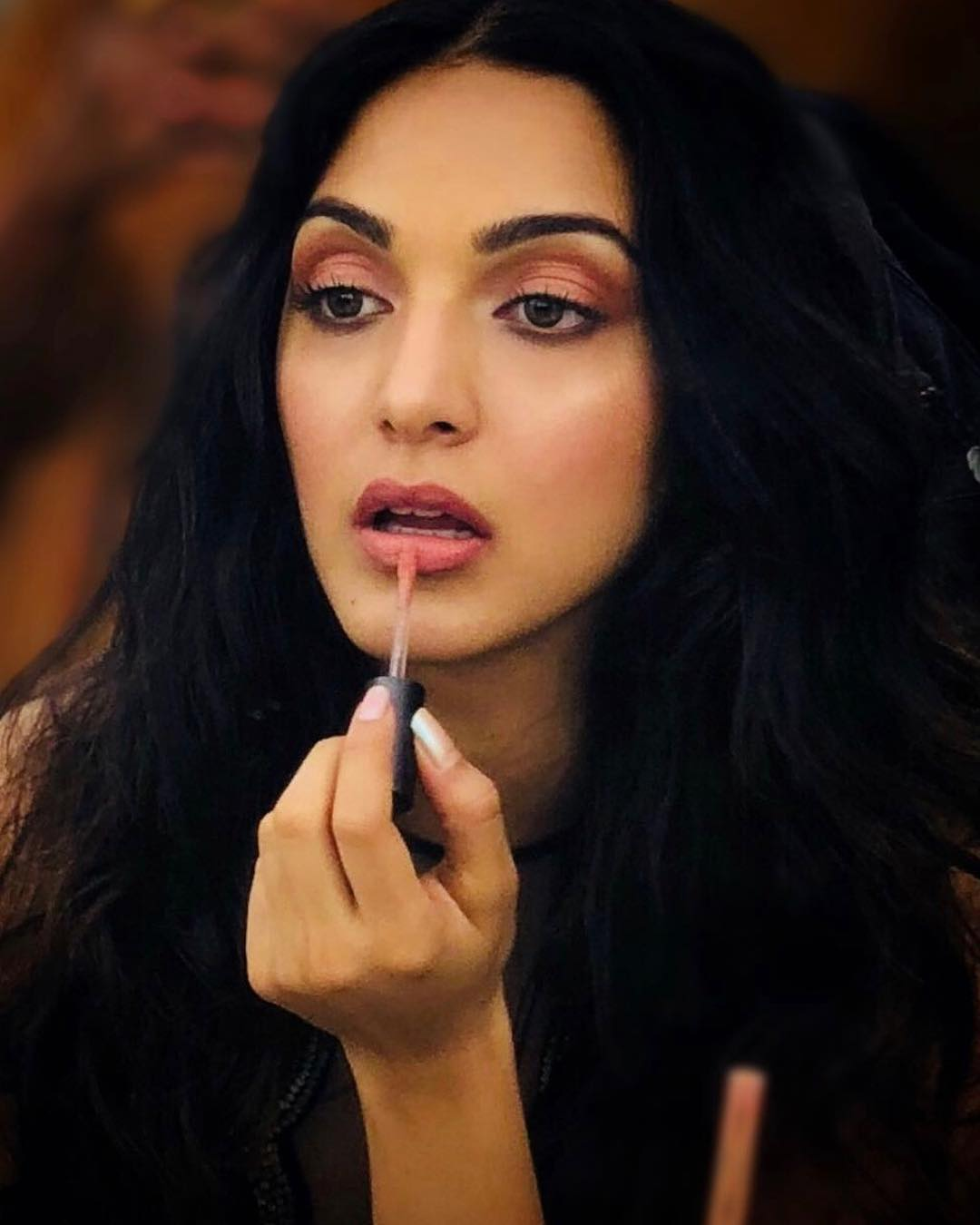 pantone-color-of-the-year-2019-best-coral-makeup-looks-bollywood-how-to-Kiara-Advani